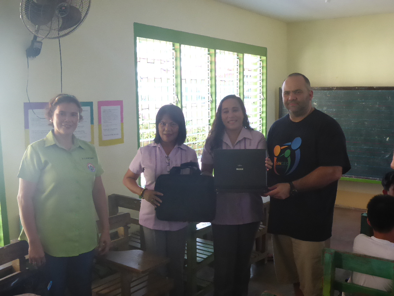 laptop-presentation-elementary-school