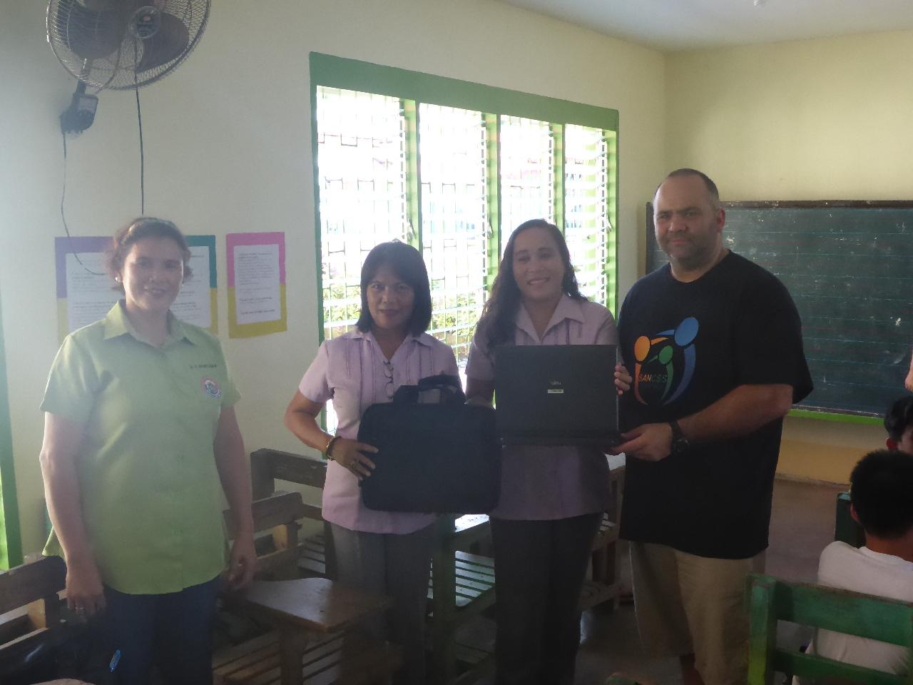 laptop-presentation-elementary-school